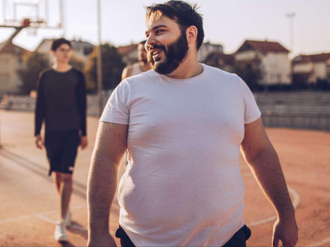 لماذا يؤدي الإنجاب إلى زيادة وزن الرجال؟