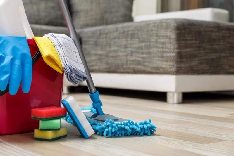 تنظيف الكنب بشكل جاف في المنزل بأبسط الطرق