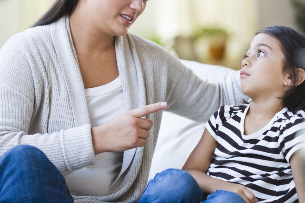 لماذا يعد إجبار الطفل على تقديم الاعتذار عند الخطأ مضرا؟