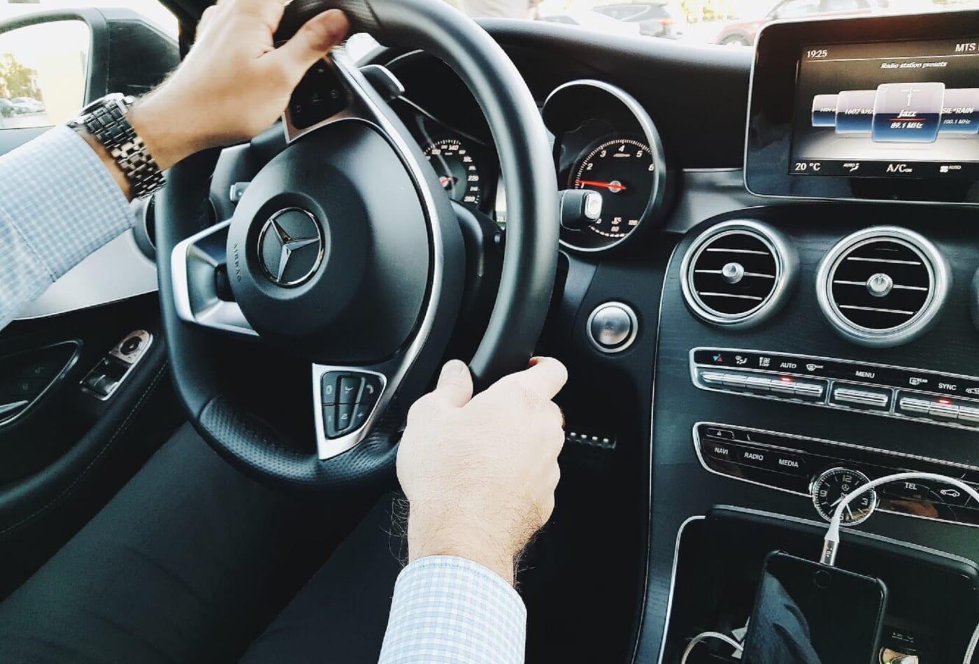 الرجال أم النساء.. من الأكثر مخاطرة عند قيادة السيارات؟