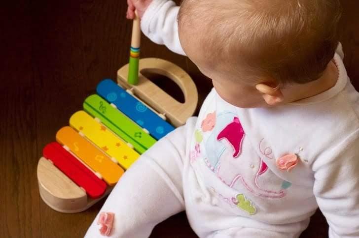 أغرب مهارات الأطفال التي تحير الوالدين أحيانا