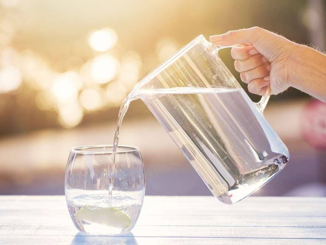 ماذا يحدث للجسم عند شرب كوب واحد من الماء يوميا؟