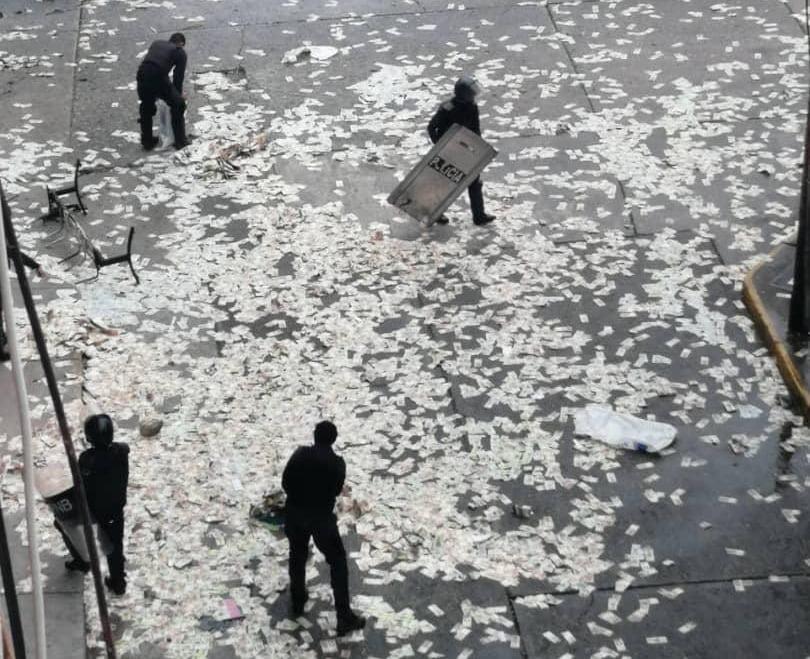 مأساة فيروس كورونا في إيطاليا.. هل ألقى الشعب أمواله بالشوارع للإحباط؟
