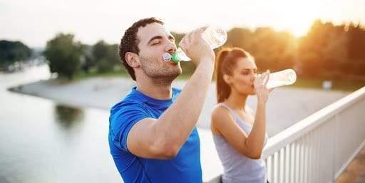 ممارسة الرياضة دون شرب الماء.. كيف يؤثر ذلك على الصحة؟