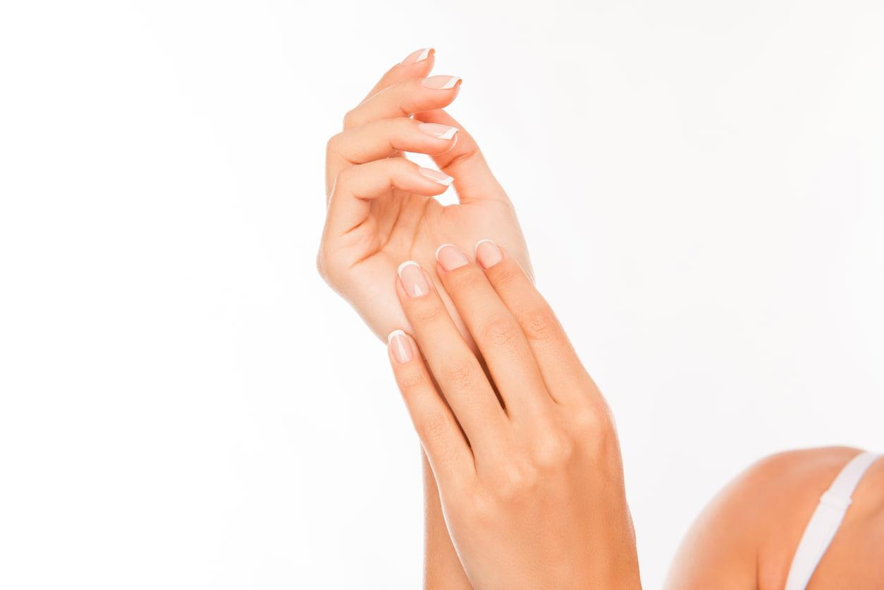 3 خلطات لتنعيم اليدين وتبييضها